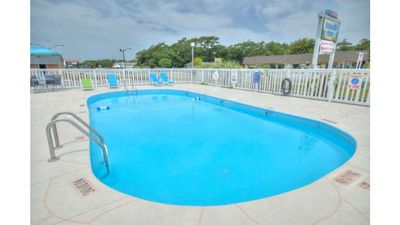 Photo for 1 BR/1 BA Studio Apartment-Walk to Stores, Restaurants, & BEACH-Lg pool-Sleeps 2