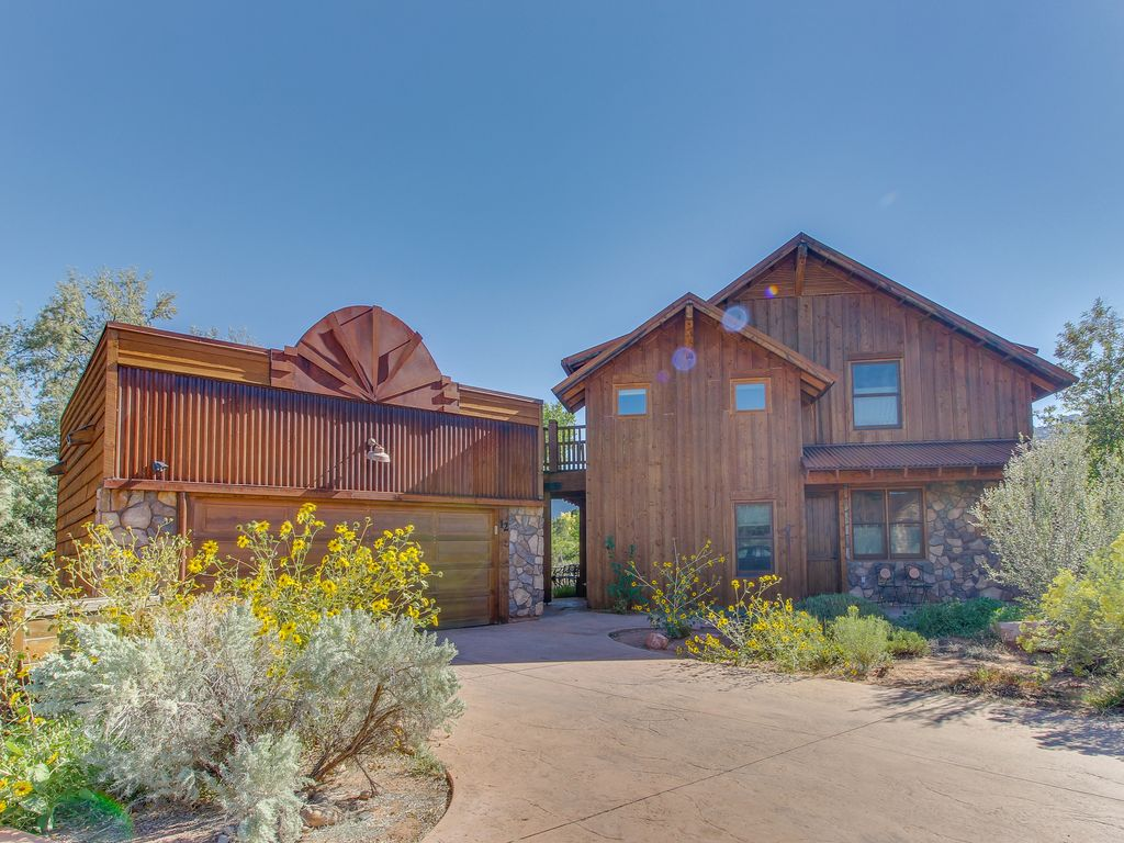 Coyote Run 12: Custom-built home with private hot tub & sun deck ...
