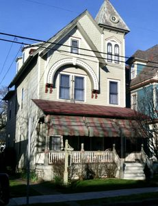 Photo for Charming 1 bdr apartment in historic cottage, 1 block to beach, shops & cafes!