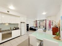 Great position 5 minutes from Darling Harbour in one direction and Pitt/George Streets in the other.