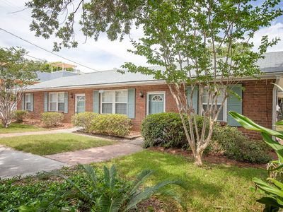 5 Bedrooms, 2 Kitchens and Living Areas, 1 Block to Beach, Pet Friendly
