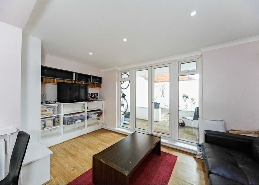 Tooting 2 bed apartment 30mins to central london vrbo for Tooting broadway swimming pool