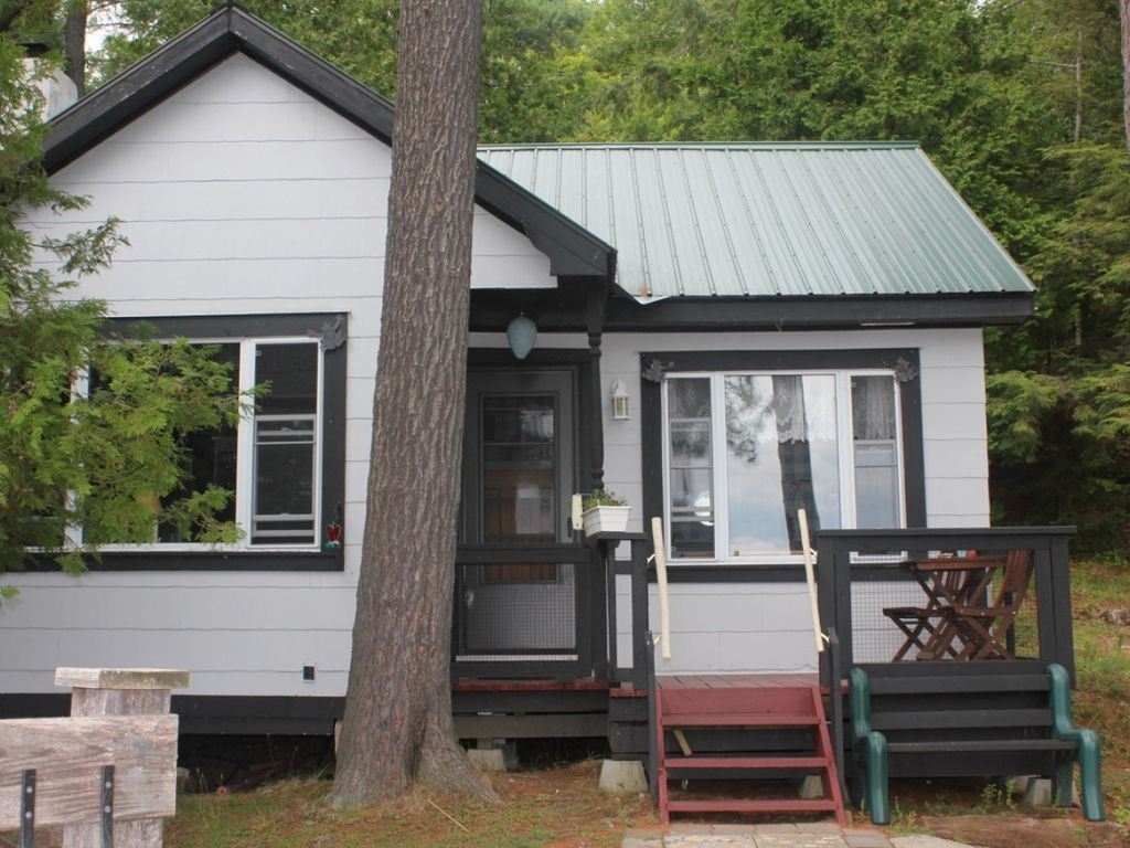 fully cottage traverse michigan city rent vacation w cute lake for furnished rental on frontage rentals in br shared silver