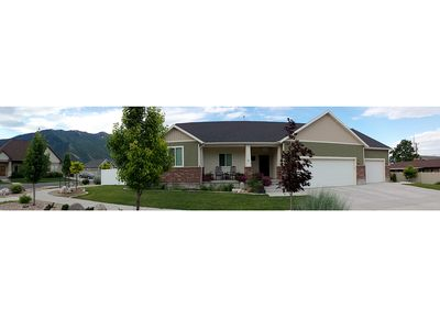 Photo for 950 Sq Ft 2 Bedroom. New Modern Cottage. Mountain Views!