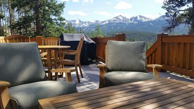 Come relax at Alpine Vista Lodge and grill dinner while mountain gazing!