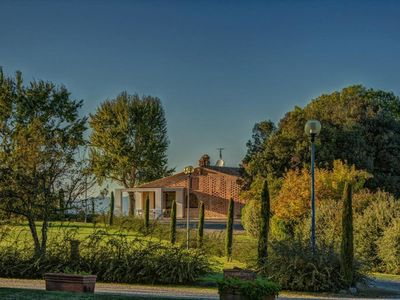 Photo for Apartment in villa with WIFI, pool, A/C, TV, veranda, panoramic view, close to San Gimignano