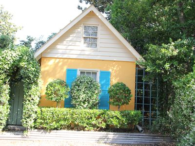 Quaint Cottage Perfect For Couple Or Single Travelers. Pet Friendly, Non-Smoking