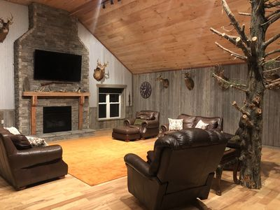 Spacious Living room with Big Screen TV and Fireplace
