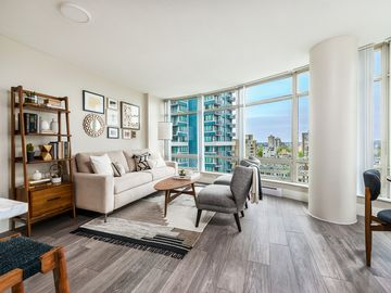 Luxury Newly Renovated Executive Downtown Coal Harbour/Robson Best Location