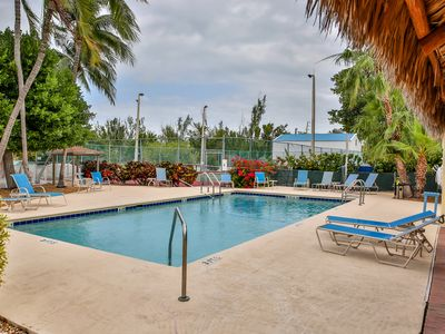 Photo for Victoria's Holiday 3bed/2.5bath Townhouse with shared pool