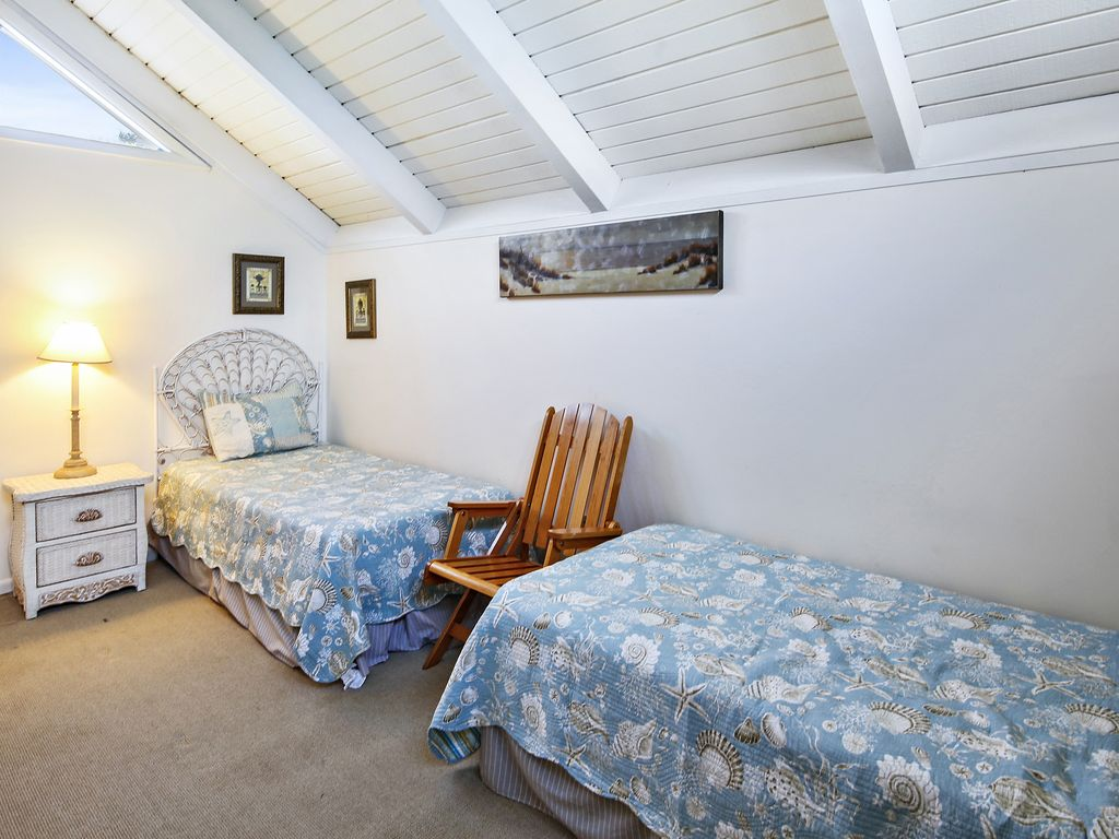 Seabrook cottage perfect for families 2 bedrooms and a for Perfect cottage