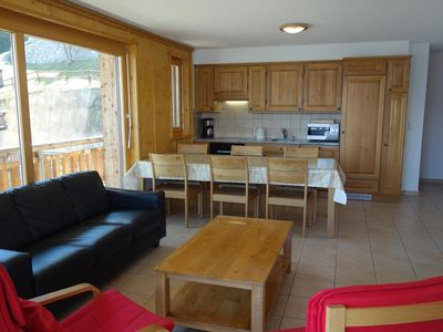 Photo for 3*+, 2-bedroom-apartment for 4-6 people located near the ski slopes. Bright living room with firepla