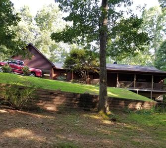 Entire 5 bedroom 3 bathroom log cabin  in the beautiful north Georgia mountains.