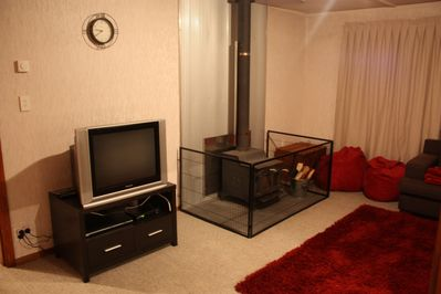 Lounge 29andquot; TV, freeview, DVD, fire, heat transfer