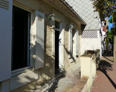 Photo for Pretty town house in the heart of Arcachon with private patio