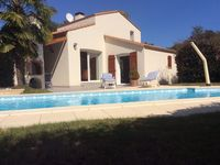 A beautiful place in a nice quiet area but within easy reach of shops and the fantastic beaches .