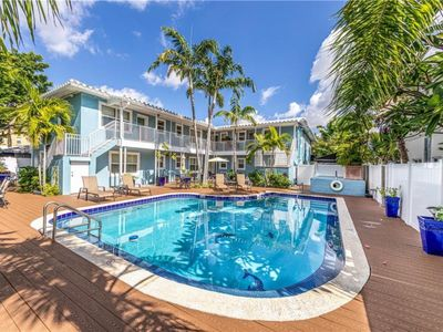 Photo for Blue Parrot Inn #6- MONTHLY SPECIALS - 1 Bedroom for 4-1 Mi to Beach