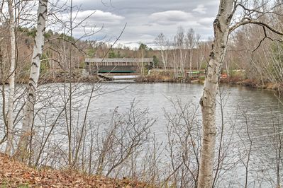 A clean, sandy lake awaits you and your group at this charming Grantham condo