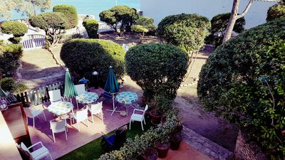 Private terrace: table and chairs for 8 persons, barbecue, chaise-longs, etc,