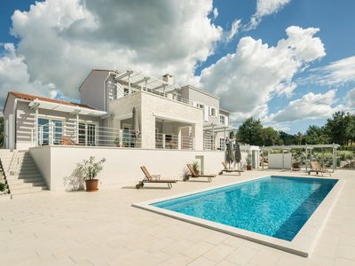 Photo for This 4-bedroom villa for up to 10 guests is located in Vodnjan and has a private swimming pool, air-