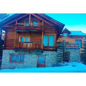 Photo for apartment sleeps 10, warm in large chalet, two steps from the slopes
