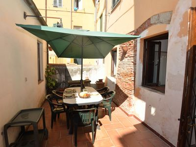 Photo for Cosy apartment for 7 people with WIFI, TV and terrace, close to Pisa
