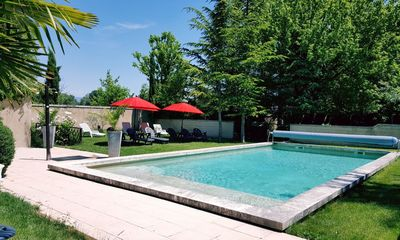 Photo for Independent cottage with swimming pool in the heart of the Luberon,