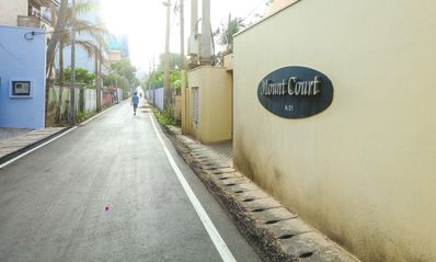Entrance to Mount Court Apartments