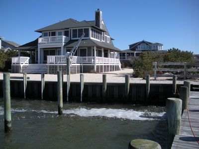 BEDROOM SLEEPS 16; WATERFRONT-pet friendly-Handicap Ramp-By Owner