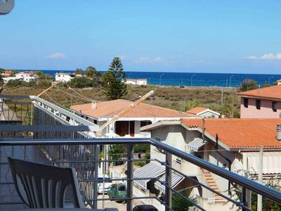 Photo for CASA GOMEZ 2: very comfortable four-room apartment in the center, sea