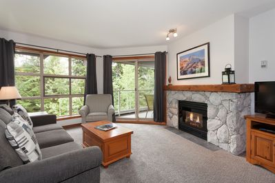 Livingroom with gas fireplace