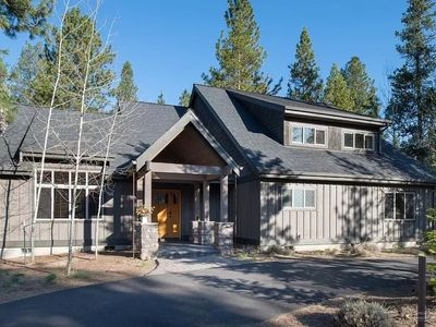 Photo for Best Location Sunriver! Northend Lodge, 6 bikes, BBQ, HotTub, 10X SHARC 1/1/20!