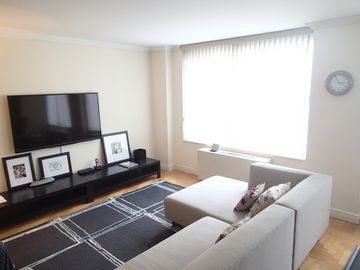 LUXURY-Washer/Dryer-Central Park-XL 2BR-Modern Design-Wifi/Cable-Great Location