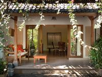 The villa Nyoman is near to the centre of Ubud (10 minutes walking), close to