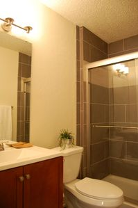 Nicely Updated 1200sf 2br/2ba in Excellent Location!!