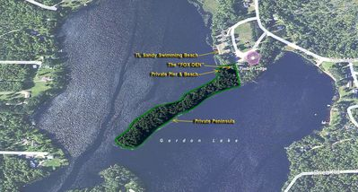 The Fox Den cabin is at the head of a private 1500 foot long wooded peninsula!