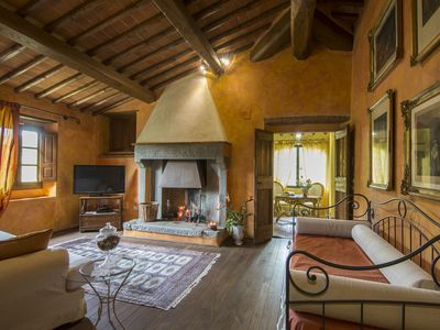 Photo for Independent villa in the heart of Tuscany, sleeps 14, 6 bedrooms, 5 bathrooms