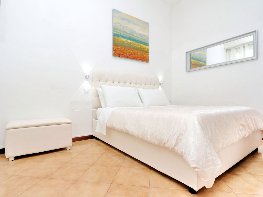 Chic Modern, Newly Renovated Perfect Cen