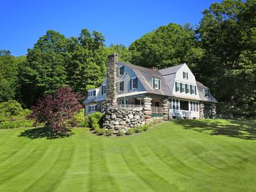 'The Boulders' Lake Waramaug 8BR - Historic Charm!