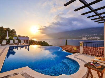 Photo for Villa Bella Vista : Seafront Villa With Private Pool And Private Sea Platform