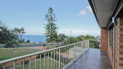Photo for GULL COTTAGE: 7 Pacific Drive- Ocean views. Walk to beach & town.