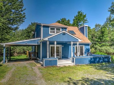 Photo for Gorgeous Renovated House with Hot Tub, Deck and BBQ