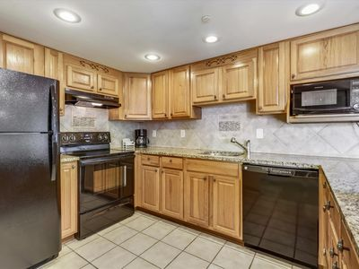 Photo for FREE DAILY ACTIVITIES! LINENS INCLUDED*! 2 bed/2 bath condo with ceramic tile floors in the living, dining and kitchen areas as well as the hallway.