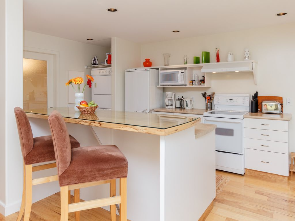 Victoria bc fully furnished self conta vrbo fridge stove microwave dishwasher washer and dryer solutioingenieria Gallery
