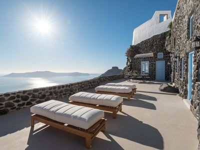 Photo for Private villa with 3 bedrooms and amazing views of the caldera
