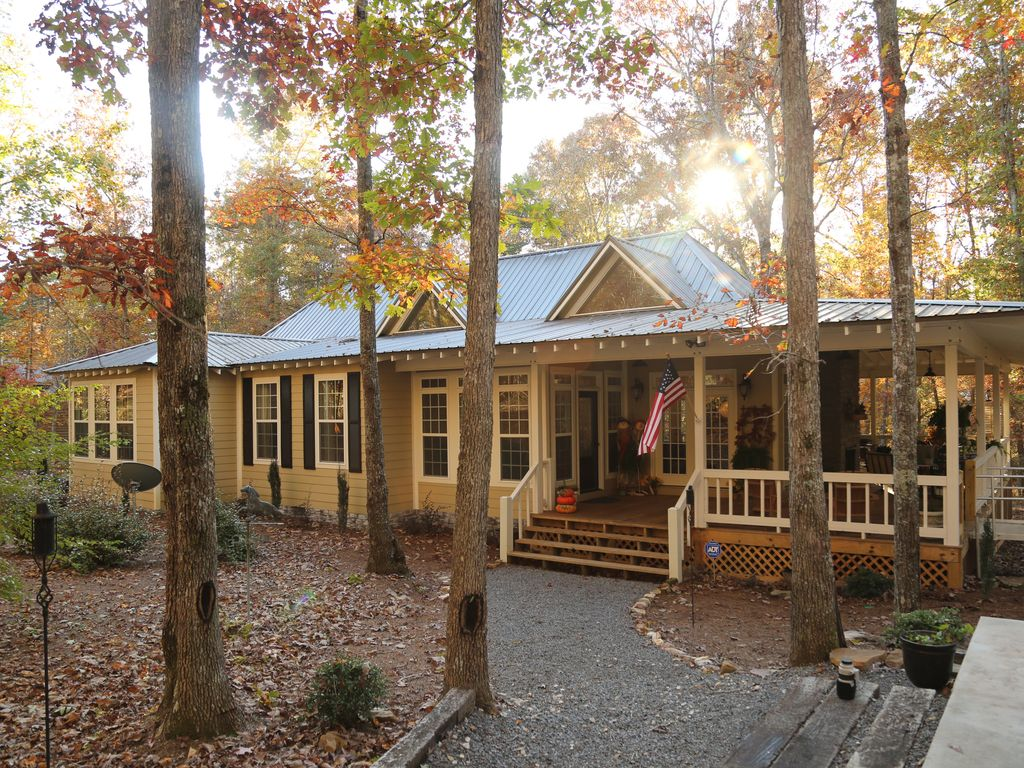 Beautiful Southern Living Home In The Heart Of A Quaint Mountain Village!