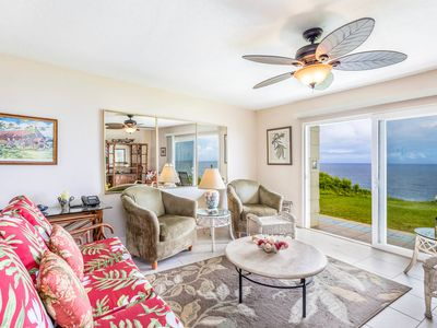 Specatcular views from this 2 bedroom condo overlooking the Pacific Ocean