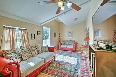 Live the Cajun life at this 3-bedroom, 1-bath Theriot vacation rental apartment!