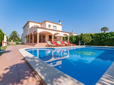 Photo for Fantastic holiday home for 14 persons in Sant Pere Pescador with private pool