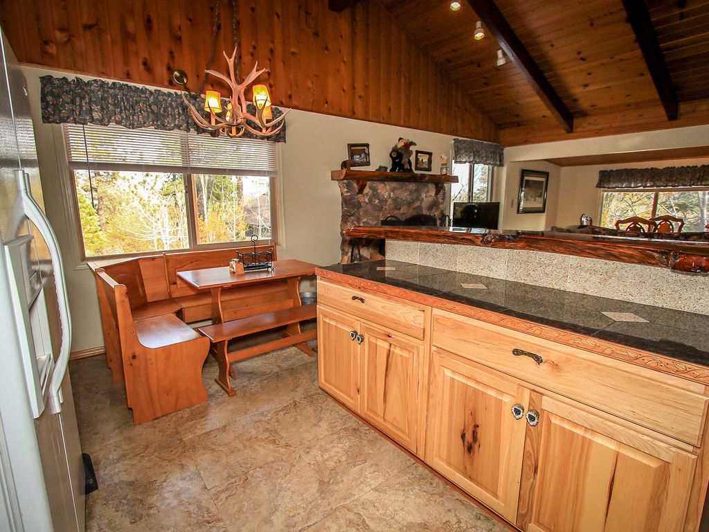 ~Summit Comfort~Central Location~Hot Tub~Kitchen & Dining~Great For Groups!~